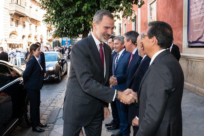 Saludo de SSMM los Reyes a la llegada a Fundación Cajasol