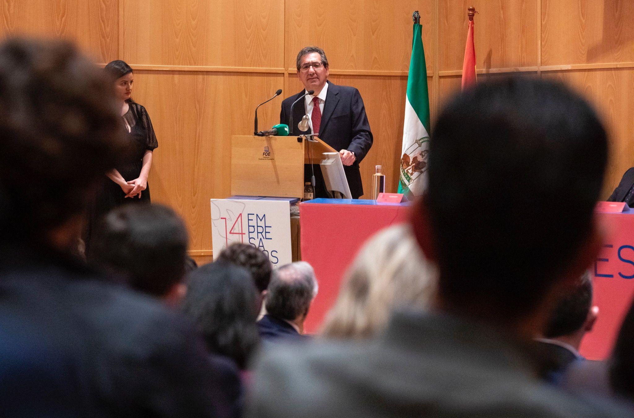 Antonio Pulido entrega Premios FOE