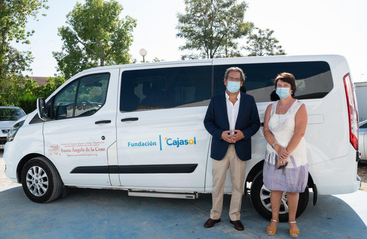 Usuarios de Apascide podrán disfrutar del nuevo vehículo de Cajasol