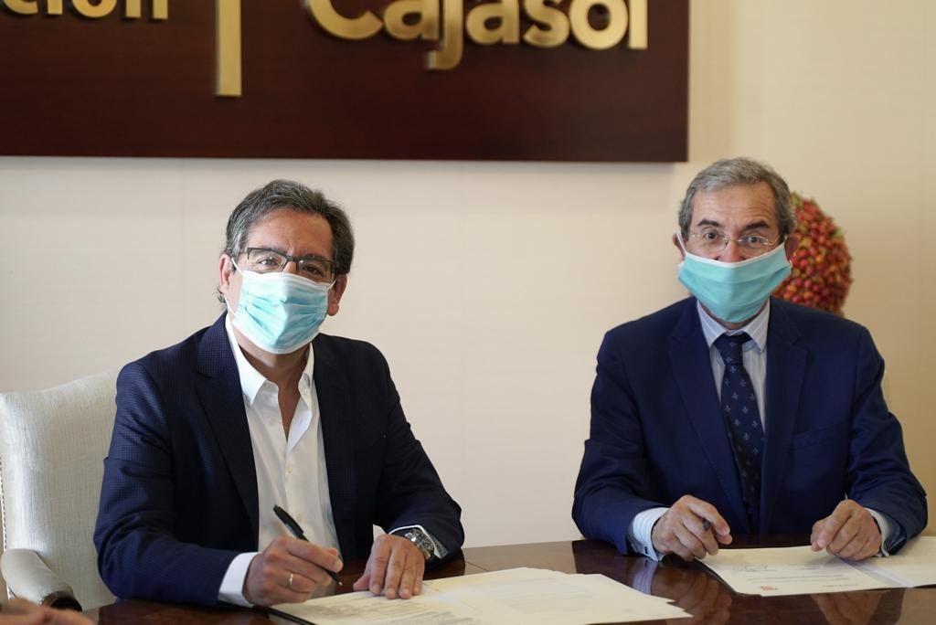 Proyecto Hombre Sevilla y Cajasol renuevan sus becas