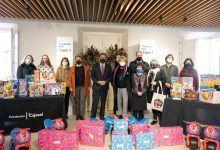 La Fundación Cajasol clausura los Gozos de Diciembre con la entrega de juguetes a asociaciones y entidades sociales