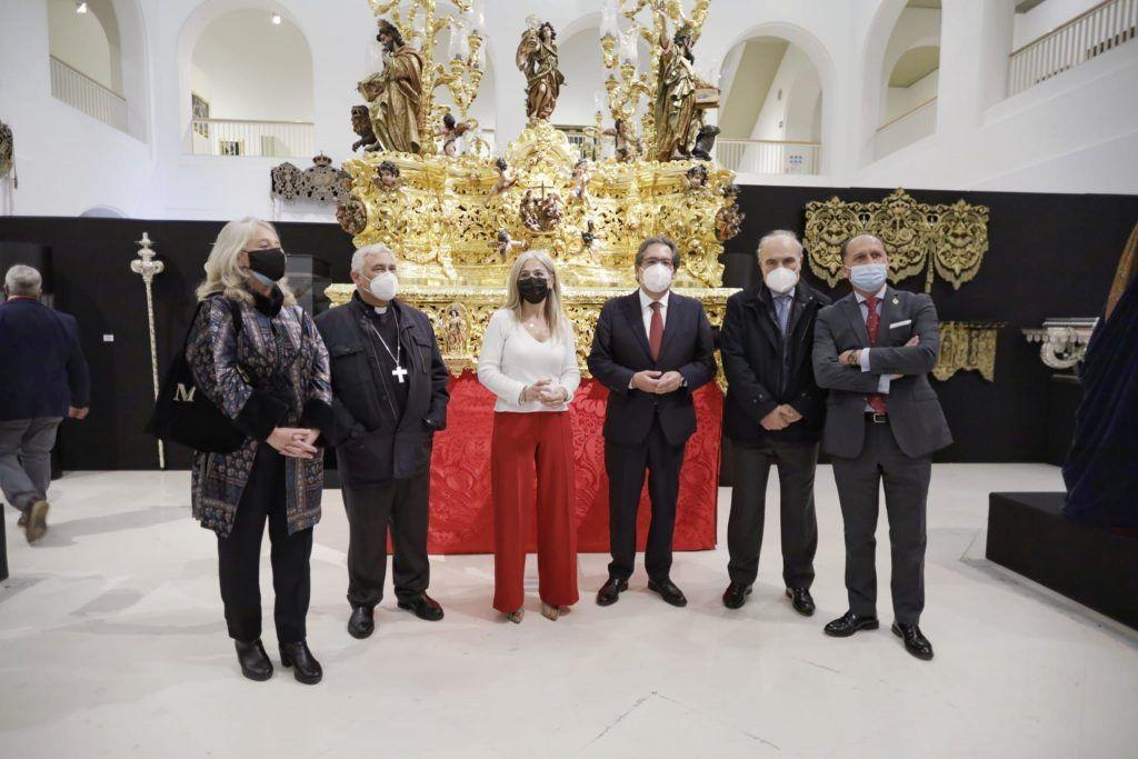 Una historia de Fe, exposición de Cajasol y el Consejo de Hermandades